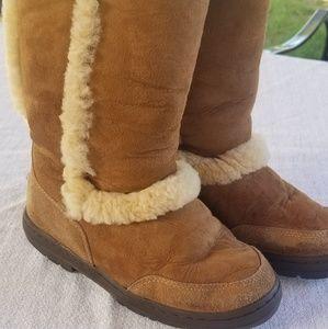 UGG Australia Womens Chestnut Boots Size W7